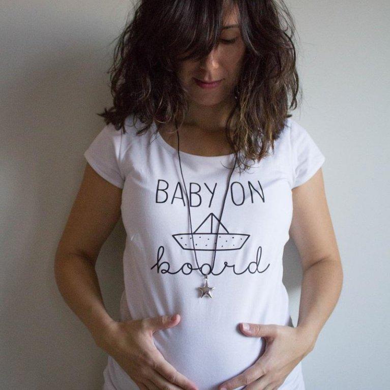 Camiseta embarazada Baby on board de Maminébaba