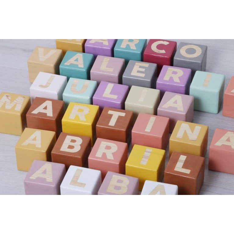 Decoración infantil: cubos personalizados