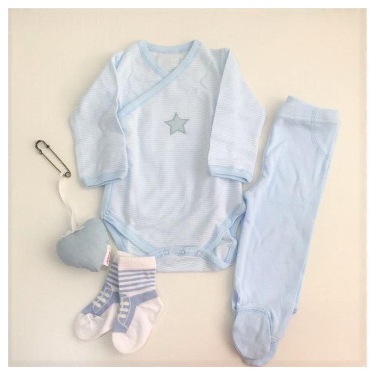 Cesta regalo bebé con ropa primera puesta azul