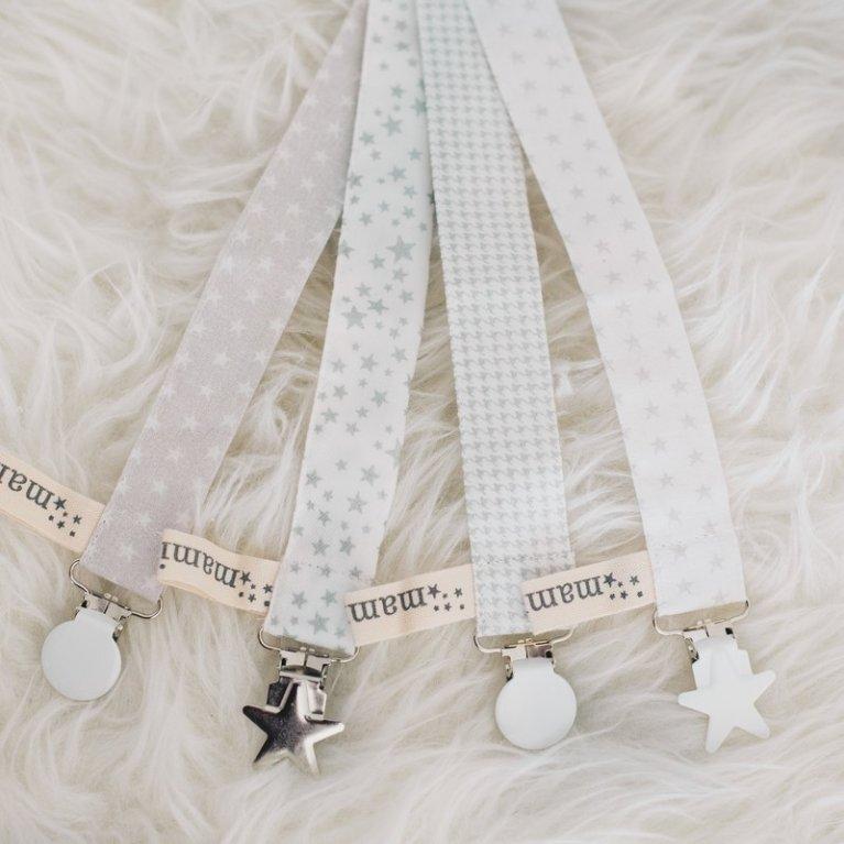 Chupetero 'Blanco y estrellas grises - pinza redonda'