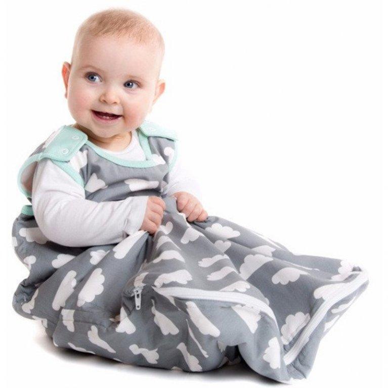 Saco de dormir gris con nubes - Mamá Designs