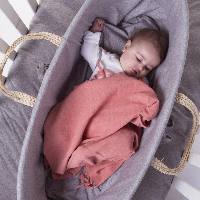 Moisés bebé de ratán con colchón
