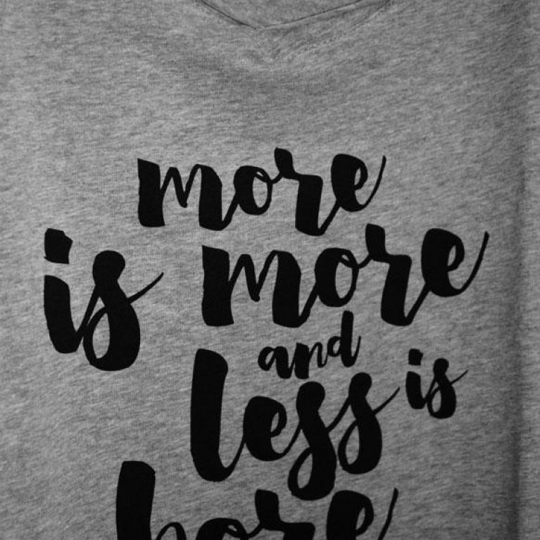 "Camiseta para embarazadas ""More is more and less is bore"" - Dressmadre"