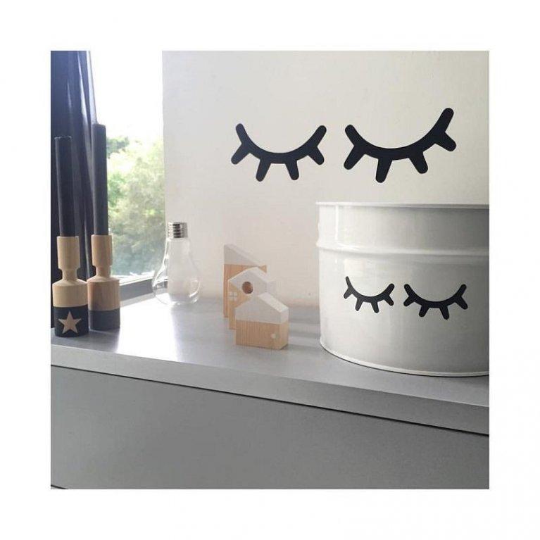 bote blanco para guardar juguetes con ojitos